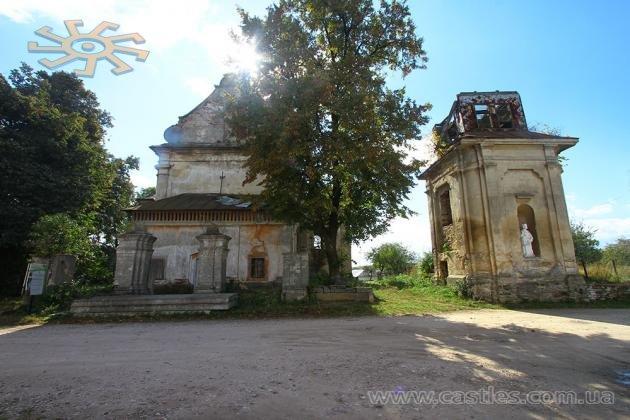 Бароковий Михайлівський костел (XVIII ст.) нікому в Михальчу не потрібен.