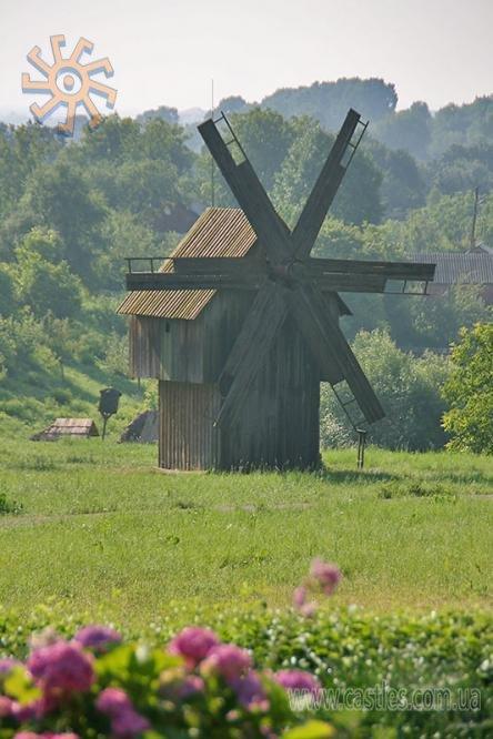 Вітряк з чернівецького музею народної архітектури та побуту