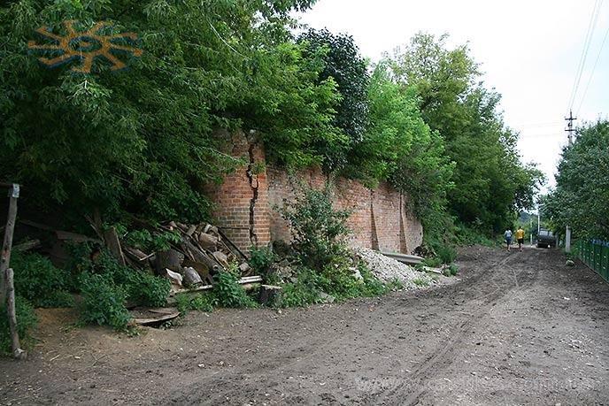 Підпорні стіни маєтку в Тарноруді